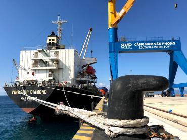 Bến cảng Nam Vân Phong đón chuyến tàu đầu tiên cập cảng