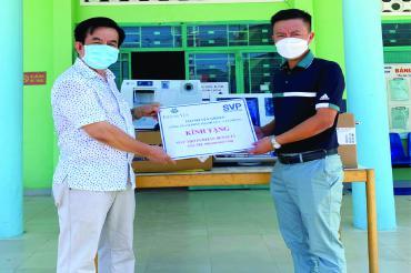 Thanh Yến Group tặng máy thở cho Bệnh viện Bệnh nhiệt đới tỉnh Khánh Hòa